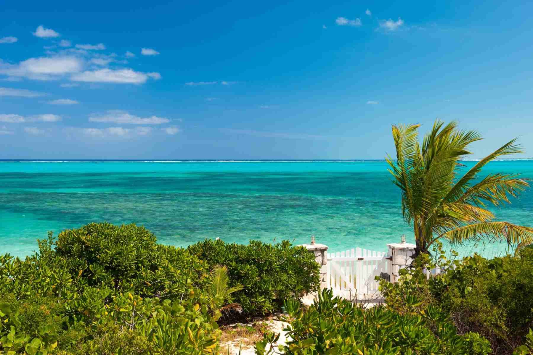 Reef beach house vacation rental villa turks and caicos for Beach house view